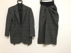 ワイズのスカートスーツ