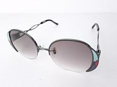 モモデザインのサングラス