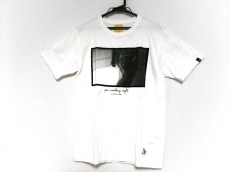エフアールツーのTシャツ