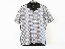 アートカムズファーストのシャツ