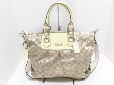 COACH(コーチ)のアシュリー シグネチャー サテン キャリーオールのハンドバッグ