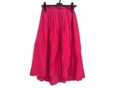ニードルデザインのスカート