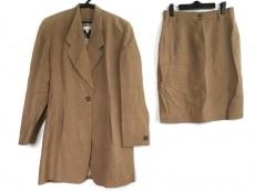 ローレルエスカーダのスカートスーツ