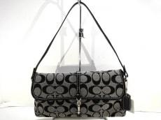 COACH(コーチ)のシグネチャークリップデミポーチのハンドバッグ