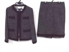 インプレッションのスカートスーツ