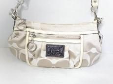 COACH(コーチ)のポピーシグネチャーグルーピーのハンドバッグ