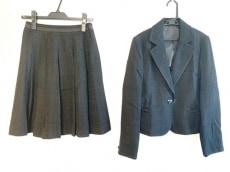 カールパークレーンのスカートスーツ