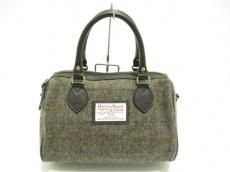 ブリティッシュグリーンのハンドバッグ