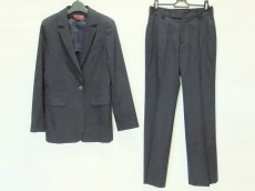 ユキトリイのレディースパンツスーツ