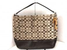 COACH(コーチ)のパーカーシグネチャ ホーボーのハンドバッグ