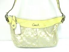 COACH(コーチ)のシグネチャー サテン ダッフルのショルダーバッグ