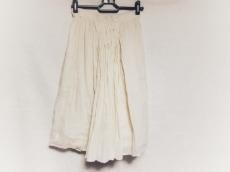 エルザエストロジーのスカート