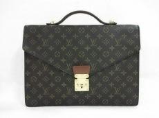 LOUIS VUITTON(ルイヴィトン)のポルト ドキュマン・バンドリエールのビジネスバッグ