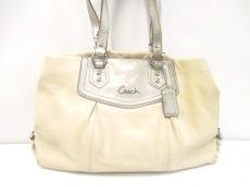 COACH(コーチ)のアシュレイレザーキャリオールのハンドバッグ