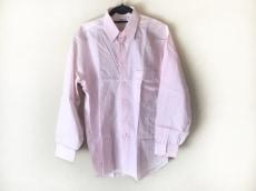 ドモンのシャツ