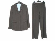スチェッソのレディースパンツスーツ