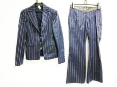 VERSACE(ヴェルサーチ)のレディースパンツスーツ