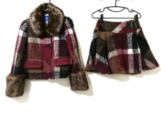 ブルーレーベルクレストブリッジのスカートスーツ
