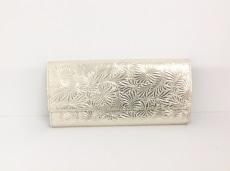 ニュートラルグレイの長財布