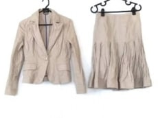 ヌークのスカートスーツ