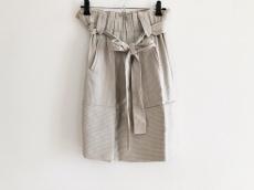 アルビーノのスカート