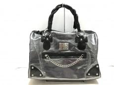 パリス・ヒルトンのハンドバッグ