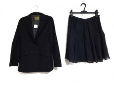 ノーブルのスカートスーツ