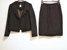 チェザレファブリのスカートスーツ