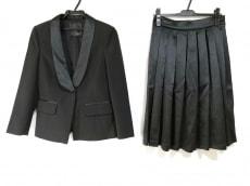 デニーローズのスカートスーツ