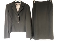 ミチコロンドンのスカートスーツ