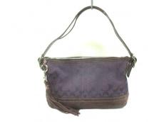 COACH(コーチ)のシグネチャーソフトダッフルのハンドバッグ