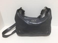 COACH(コーチ)のレザー ピースド EW ダッフルのショルダーバッグ