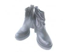 カレンリップスのブーツ