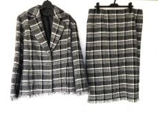 マリナスポーツのスカートスーツ