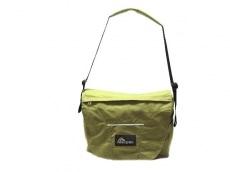 マックパックのショルダーバッグ