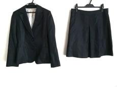 ラピスルーチェのスカートスーツ
