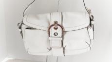 COACH(コーチ)のソーホーレザーポケットフラップのショルダーバッグ