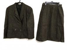 インフィニートのスカートスーツ