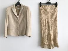 アニオナのスカートスーツ