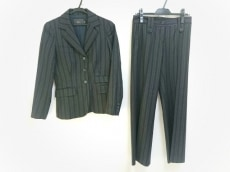 カルソンのレディースパンツスーツ