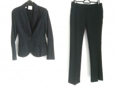 ジョイアスのレディースパンツスーツ
