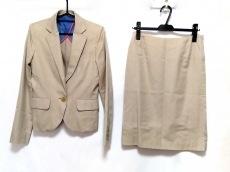 アプライマリーのスカートスーツ
