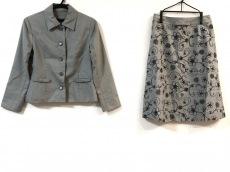 モンテオヴェストのスカートスーツ