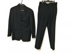 アルマーニのメンズスーツ