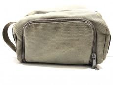 マンダリナダックのセカンドバッグ
