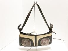 アンチフォルムのショルダーバッグ