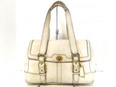 COACH(コーチ)のハンプトンズレザーフラップサッチェルのハンドバッグ