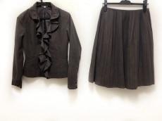 base e nuovo(バーゼエヌオボ)のスカートスーツ