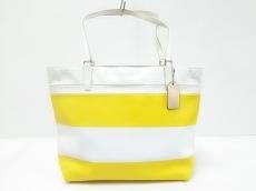 COACH(コーチ)のキー アイテムズ ストライプド コーテッド キャンバス スモール トートのトートバッグ