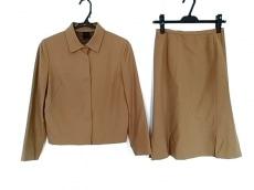 エプタモーダのスカートスーツ
